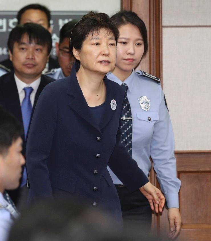 """朴槿惠的锅背不完!""""干政门""""没宣判又有新案开审"""