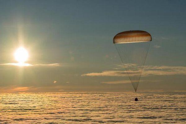 国际空间站宇航员搭乘联盟号飞船返回地球