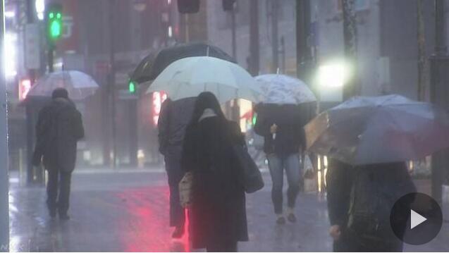 日本再遭遇极端恶劣天气 上百趟航班被取消