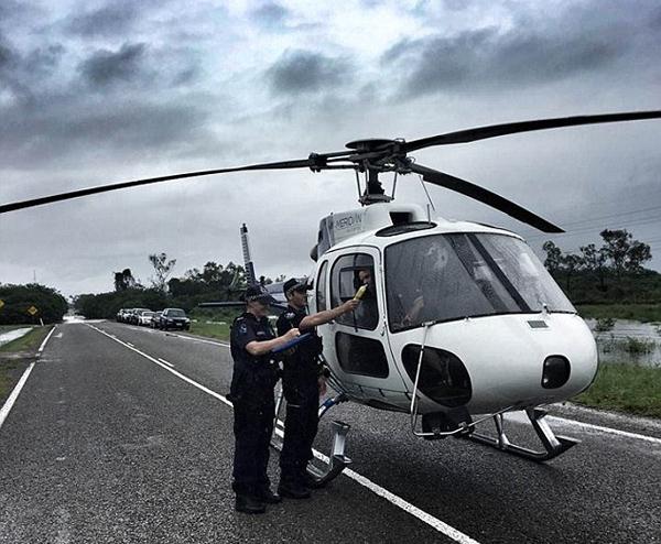 吃惊!澳飞行员赈灾现场竟被要求进行呼气测试