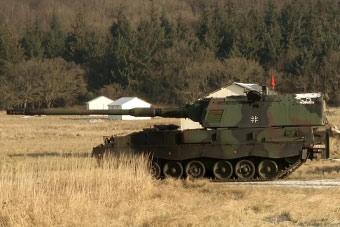 德军自行火炮开挂了:炮管放平了练习直瞄打坦克