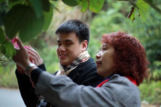 pc蛋蛋单双稳定算法:18岁中国盲人男孩将入世界知名音乐学府,曾被劝学盲人按摩