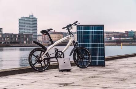 这款时尚的电动自行车配备了太阳能电池组