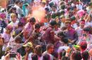 尼泊尔洒红节 古老国度染上缤纷色彩