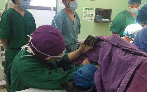 小孩手术护士半蹲放动漫