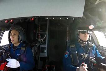 央视节目曝光轰6K战略轰炸机驾驶舱内部图片
