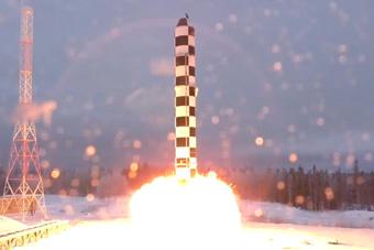 """新一代""""撒旦""""重型洲际弹公开 绕南北极打美国"""