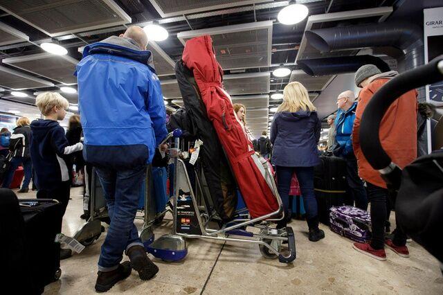 瑞士连夜大雪致日内瓦机场临时关闭 多条交通道路受阻