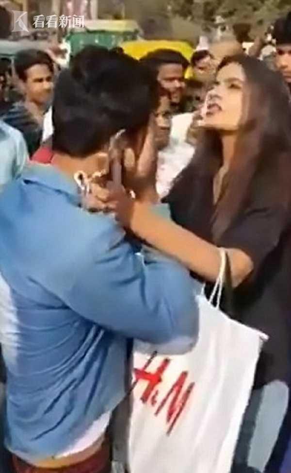 勇敢反击!印度女大学生遭猥亵 逮住色狼游街示众
