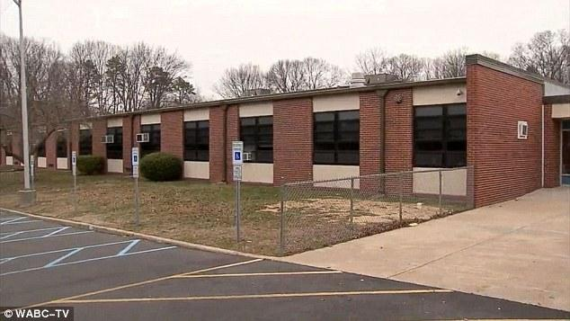美国10岁男孩发邮件威胁要扫射学校被逮捕