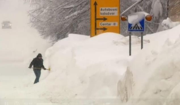 法国东南部发生雪崩 4人死亡
