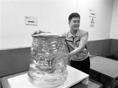 世界最大单体蓝宝石在中国诞生 重达450公斤(图)