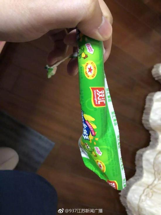 双汇火腿肠吃出塑料棒 店家只愿赔10袋火腿肠