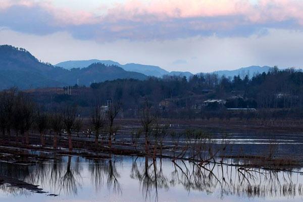 云南:春日念湖