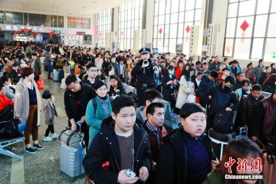 新客流高峰将至 铁路4日预计发送旅客1250万人次
