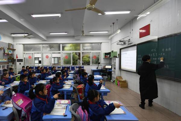 浙江推迟小学上学时间 低年级可8点后到校