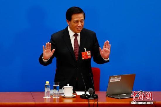 十三届全国人大一次会议于3月4日上午11时在人民大会堂新闻发布厅举行新闻发布会。大会发言人张业遂就大会议程和人大工作相关的问题回答中外记者的提问。<a target='_blank' href='http://www.chinanews.com/'>中新社</a>记者 富田 摄