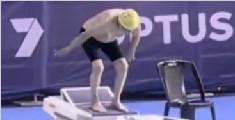 99岁澳洲老爷爷破世界纪录 50米自由泳游56秒