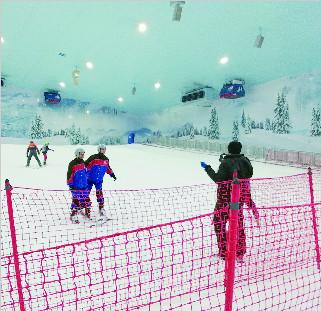 七千吨雪造雪场 非洲大陆第一家 在炎热埃及体验滑雪