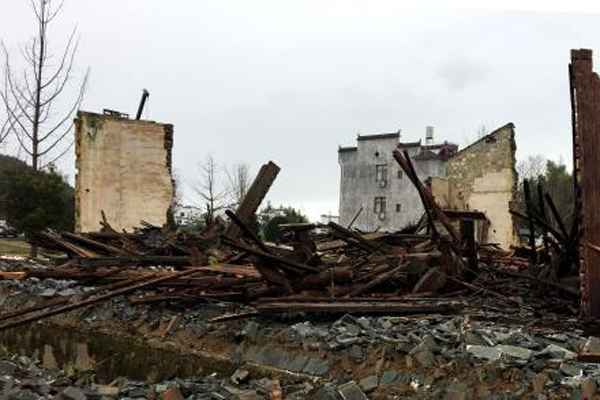 暴风雨强袭 江西婺源建于清代雍正年间敦伦祠倒塌