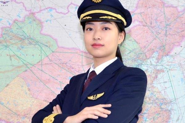 明明有颜值偏要展才华 安徽迎首位女飞行员
