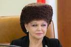 俄罗斯女参议员发型夸张