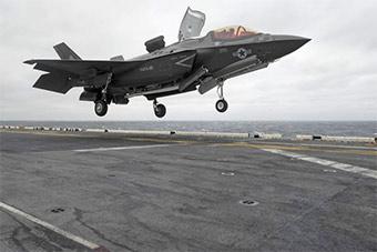 美军F-35B隐身战机在东海首次实战部署上舰