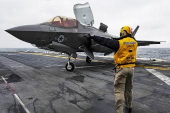 F-35B首次上舰实战部署 两栖舰战力倍增超越航母