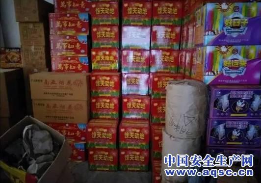 湖南邵阳:民宅藏近千件烟花爆竹 安全销毁不隔夜