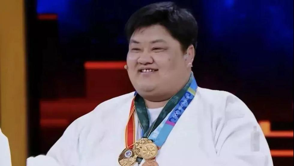 16岁到32岁,他被摔284万次…他的故事值得全中国人知道