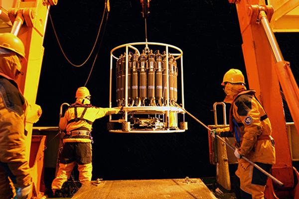 中国首次在南极阿蒙森海开展海洋综合调查