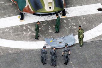 日本自卫队直升机机门从天而降 重约30公斤