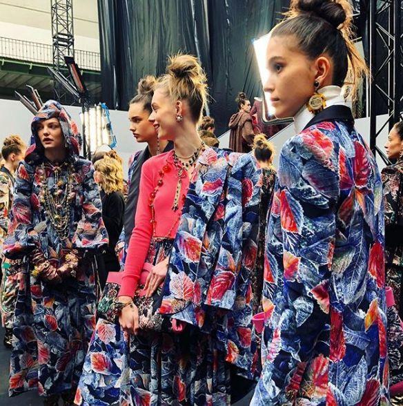 Chanel巴黎大秀的王菲同款粉手套 周杰伦昆凌同框