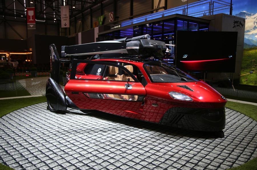 PAL-V飞行汽车亮相日内瓦车展 售价近400万人民币