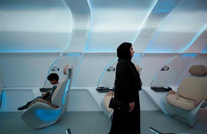 迪拜乘坐Hyperloop高铁有多爽?原型车厢曝光