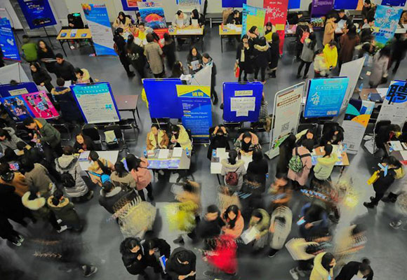 天津举办女大学生专场招聘会 6000余名女大学生参加