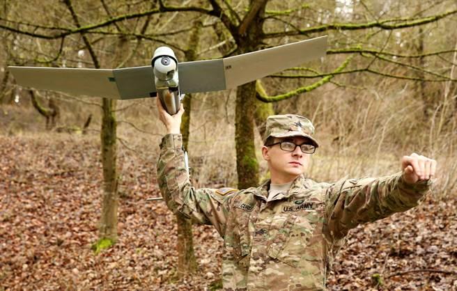 美军列装新式武器 不是枪而是四旋翼无人机