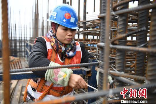 """女性农民工渴望城里""""安居"""":把孩子接到身边就好了"""
