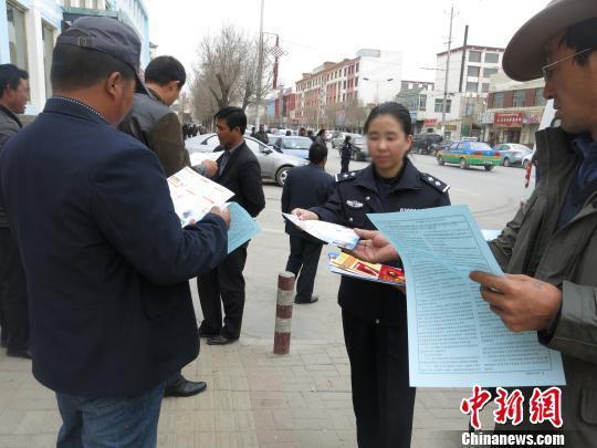 pk10如何将100玩到一万:青海唯一女禁毒支队长:女子本弱,为警则刚