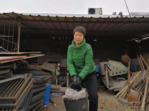 丈夫去世留下巨债,河南女子工地打工7年还清120万