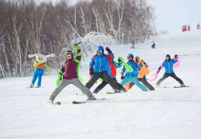 """""""网红""""级滑雪赛事聚集人气 雪季收官热度不减"""