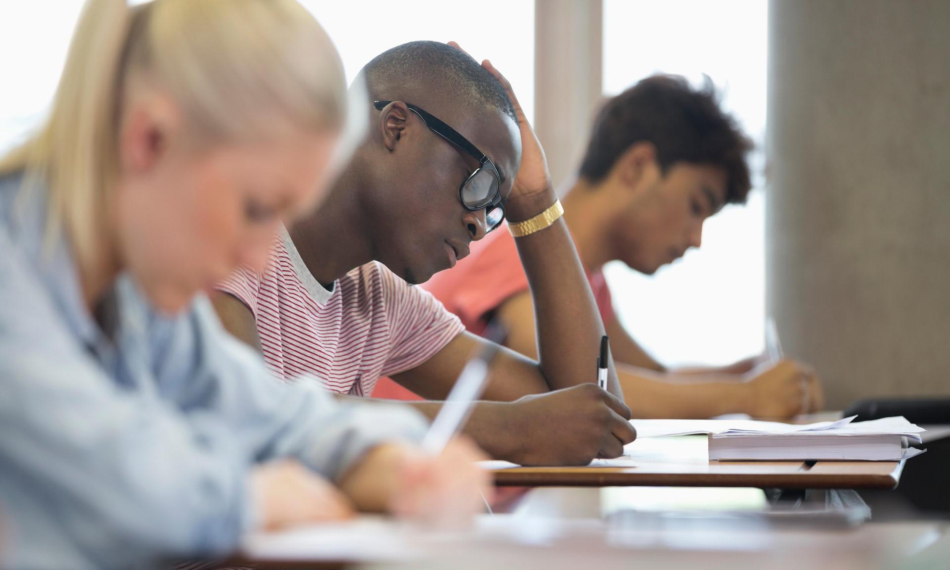 英国大学辍学率连续三年上升 高昂学费及扩招或为主因