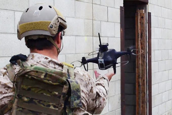 """无人机带海豹突击队""""清楼"""" 高科技就是战斗力"""