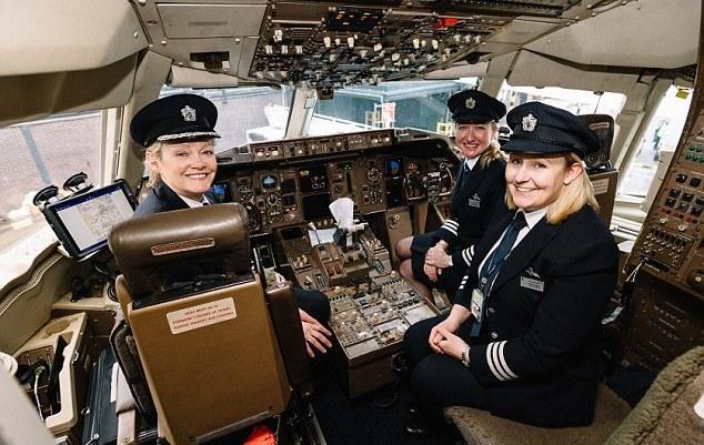 """非""""女""""莫属 英航全女性机组成员航班起飞"""