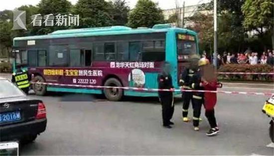 小学生穿马路遭公交车碾压致死 司机被认定疏忽