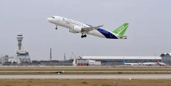 △2017年11月10日,C919从上海起飞前往西安阎良,这是C919的首次远距离飞行。
