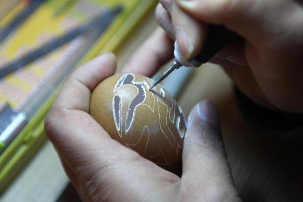 杭州蛋雕手艺人毫厘之上刻绘艺术