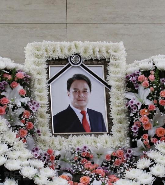 韩涉性丑闻自杀演员留6页遗书 向家人和学生道歉