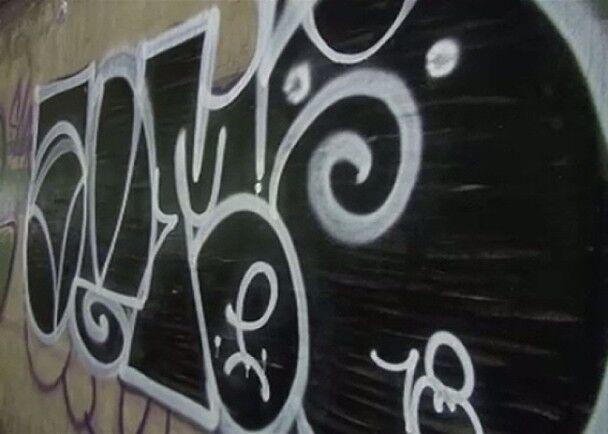 想涂就涂?台湾男子凌晨在东京隧道墙上涂鸦被捕
