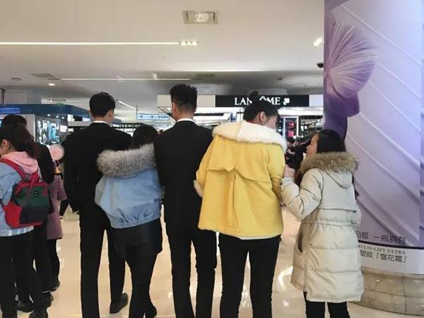 """南京一商场三八节推1元租""""共享男友"""",专家指有违公序良俗"""